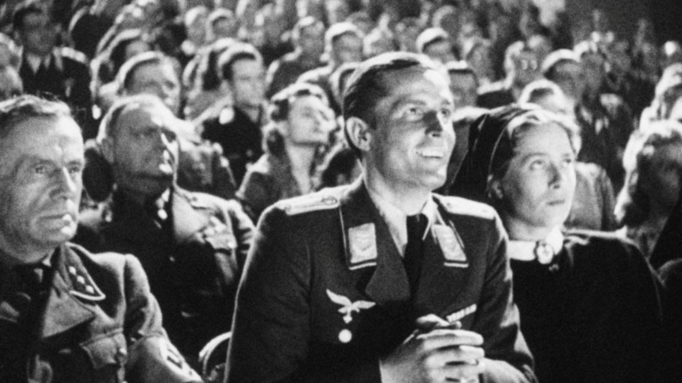 Foto: Nazis en el cine en un momento de 'Hitler's Hollywood'. (Premium cine)
