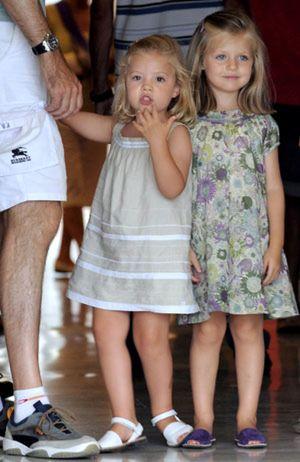 Letizia viste a las infantas de Zara