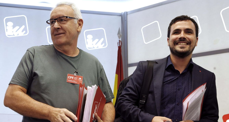 Cayo Lara y Alberto Garzón, durante la reunión del Consejo Político Federal de IU de este 3 de octubre. (EFE)
