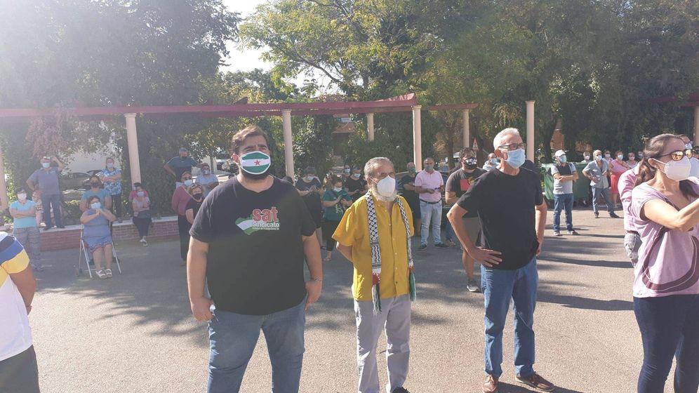 Foto: Juan Manuel Sánchez Gordillo (centro) y Diego Cañamero (derecha) en el acto de apoyo al ayuntamiento de Marinaleda.