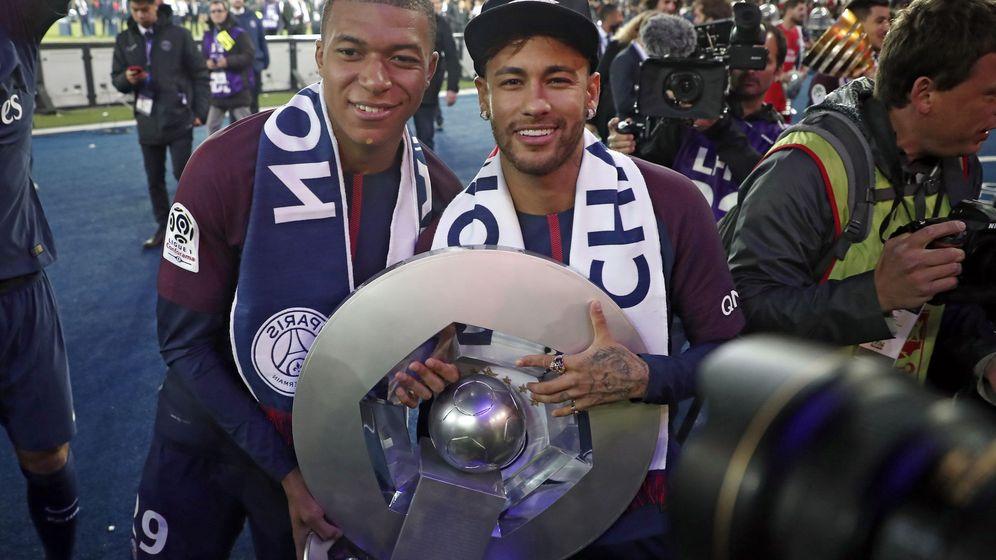 Foto: Mbappe y Neymar celebran su título. (Reuters)