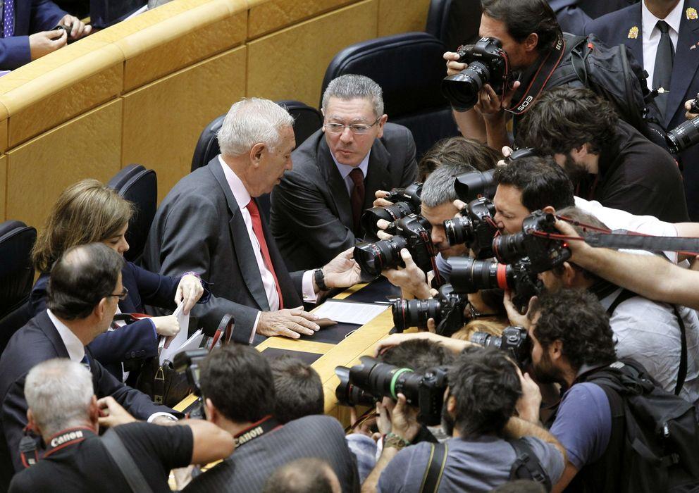 Foto: Mariano Rajoy, Soraya Sáenz de Santamaría, José Manuel Margallo y Alberto Ruiz Gallardón (de izq., a dcha.), antes del comienzo del pleno. (EFE)