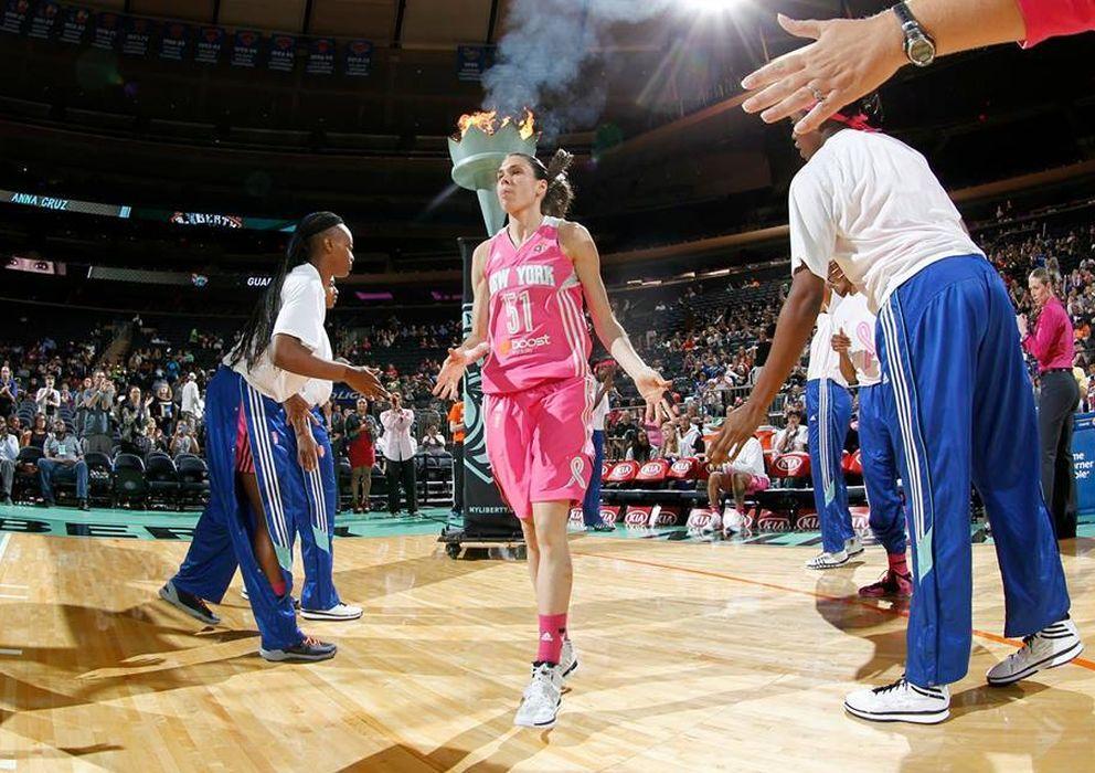 Foto: Anna Cruz es presentada como base titular de las New York Liberty. (FOTO: FACEBOOK NEW YORK LIBERTY)