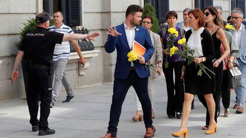 De las margaritas de ERC a Begoña Gómez: la investidura de Sánchez, en imágenes