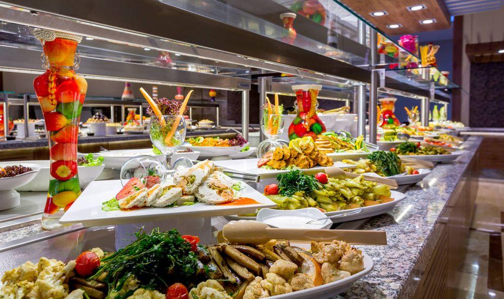 Foto: La comida de los bufés encierra más riesgos sanitarios. (iStock)