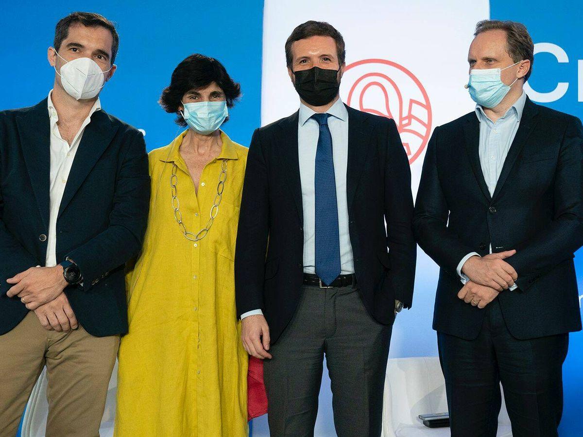 Foto: Pablo Casado y, a su derecha, Daniel Lacalle. (David Mudarra)