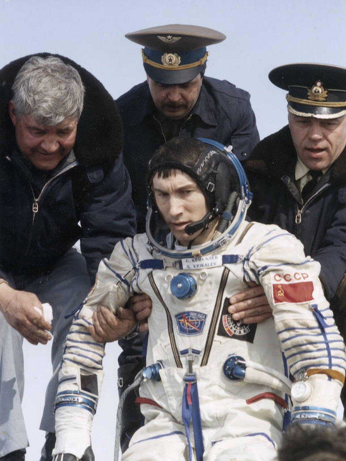 Krikalev aterriza en Kazajistán el 25 de marzo de 1992.