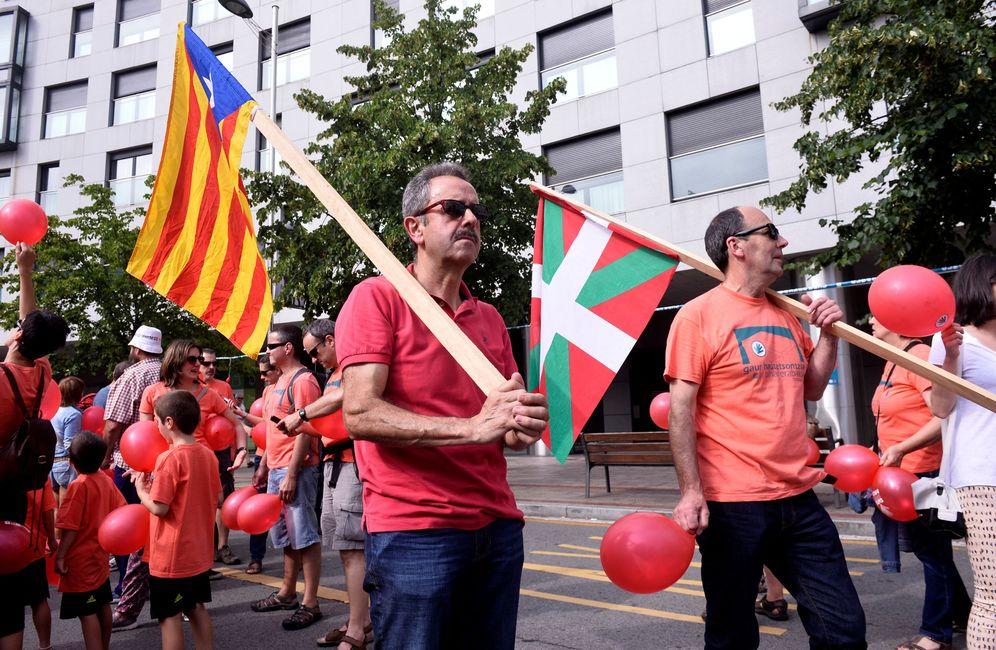 Foto: Participantes, en una movilización convocada por Gure Esku Dago en Bilbao en junio en defensa del referéndum de Cataluña. (Reuters)
