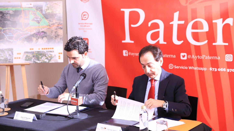 El alcalde de Paterna, Juan Antonio Sagredo, y el responsable de Intu en España, Salvador Arenere.