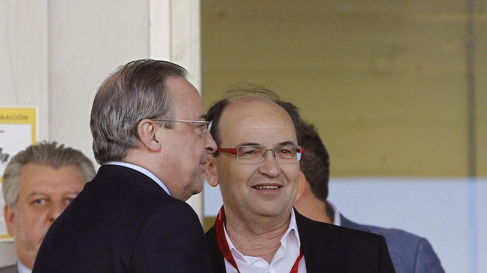 Foto: En la imagen, Florentino Pérez y José Castro. (EFE)