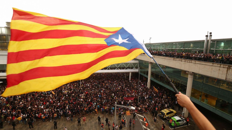 Protestas independentistas en el Aeropuerto de El Prat de Barcelona. (Reuters)