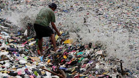 Kilos de basura arrastrada por un tormenta tropical