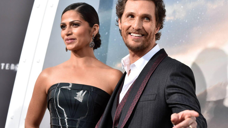 El actor y su mujer, Camila Alves. (Getty)