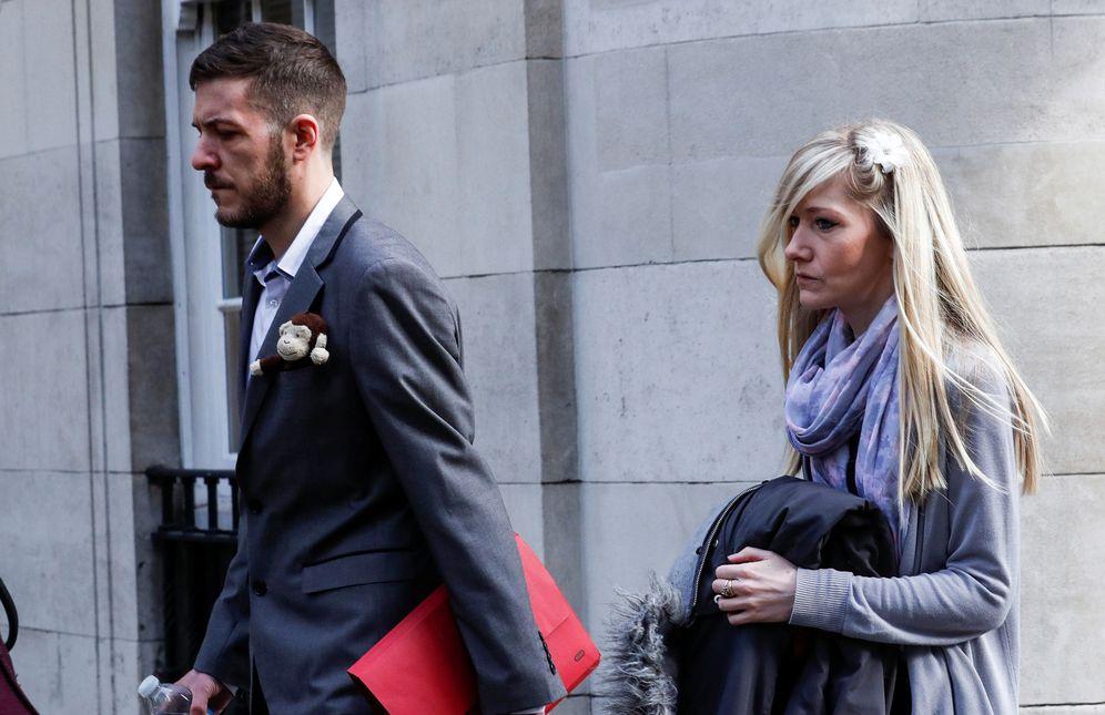 Foto: Chris Gard y Connie Yates, los padres del bebé. (Reuters)