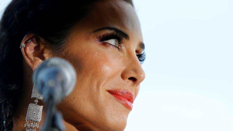 Pilar Rubio habla para los periodistas. (Reuters)