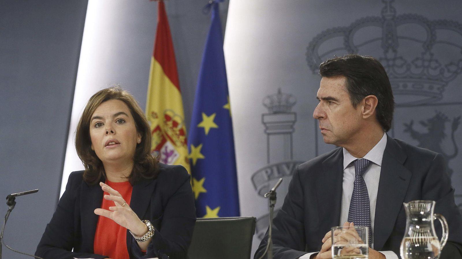 Foto: La vicepresidenta, Soraya Sáenz de Santamaría, y el ministro de Industria, José Manuel Soria (EFE).