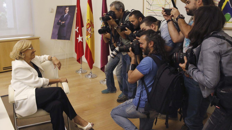 Foto: La nueva alcaldesa de Madrid, Manuela Carmena, posa para los fotógrafos. (EFE)