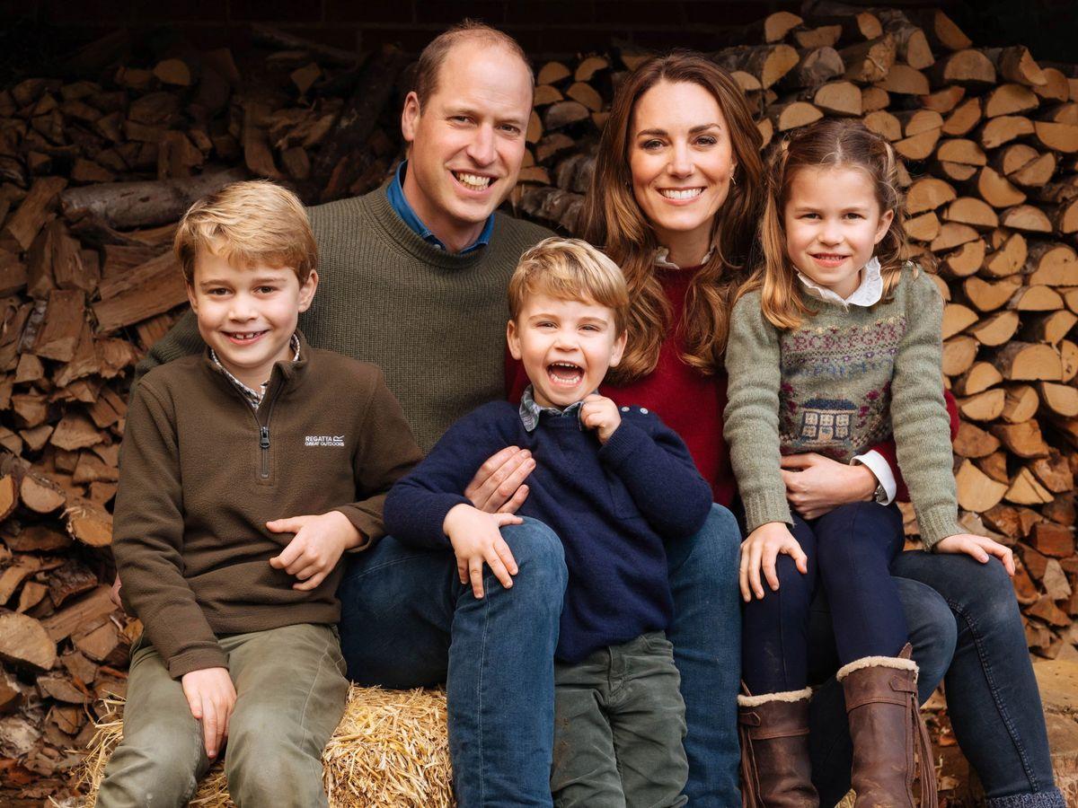 Foto: Los duques de Cambridge, con sus tres hijos. (EFE)