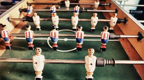 Bombardeos, madera de haya y robos de patentes: la apasionante historia del futbolín