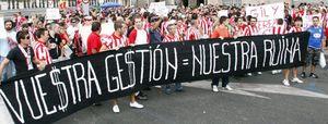 La oposición atlética contesta con dureza a Gil Marín