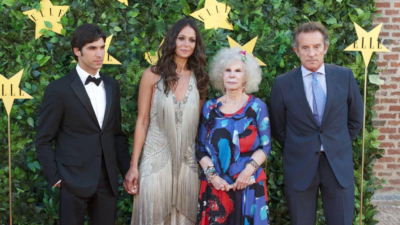 La duquesa y Alfonso Diez, junto a Cayetano Rivera y Eva González. (Getty)