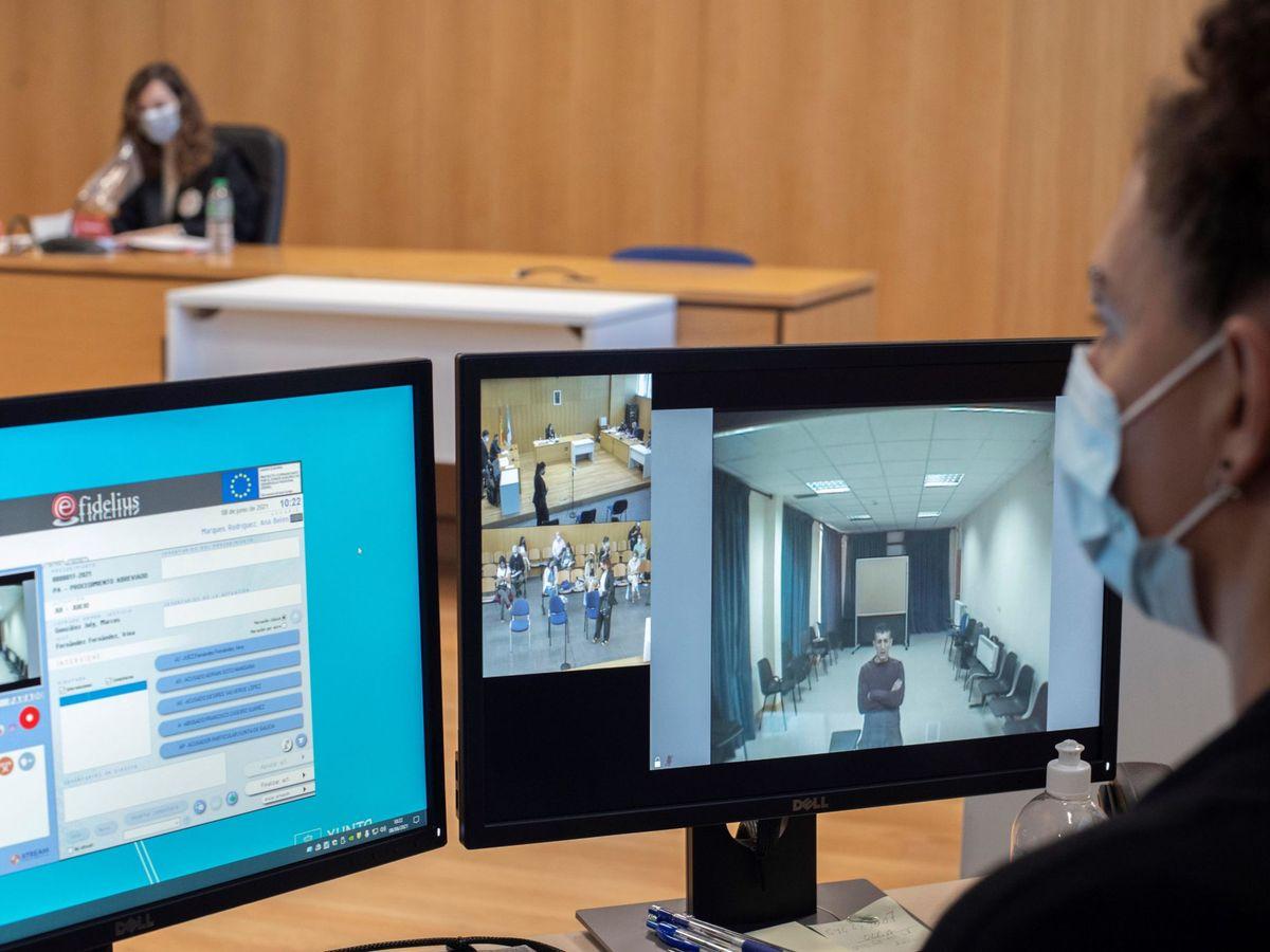Foto: Un juicio celebrado por videoconferencia el pasado junio en Ourense. (EFE)