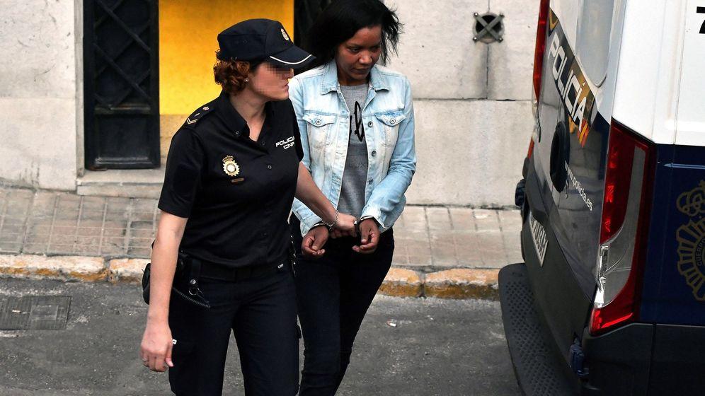 Foto: Ana Julia Quezada, a su salida de la Audiencia Provincial de Almería. (EFE)