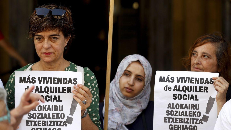 Protesta de Stop Desahucios en San Sebastián. (EFE)