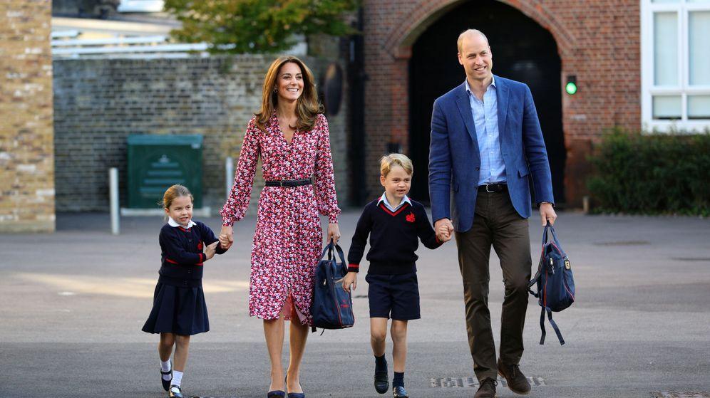 Foto: Los duques de Cambridge con George y Charlotte. (Reuters)