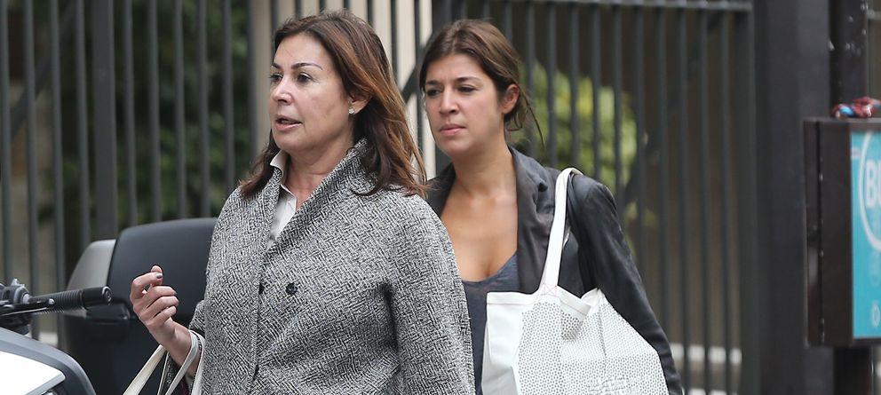 Foto: Cynthia Rossi con su madre, Carmen Martínez Bordiú, en una imagen de archivo en París (Gtres)