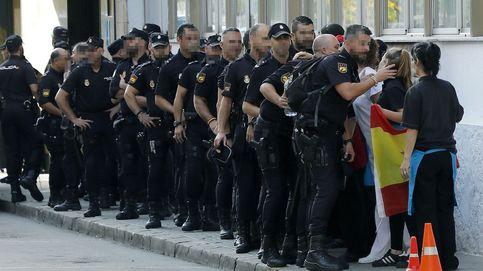 Los policías salen de Pineda y pase gráfico de 'La familia Addams': el día en fotos