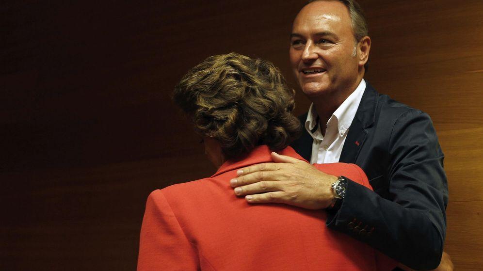 Foto: El expresidente de la Generalitat Valenciana, Alberto Fabra, junto a la exalcaldesa de Valencia, Rita Barberá. (EFE)