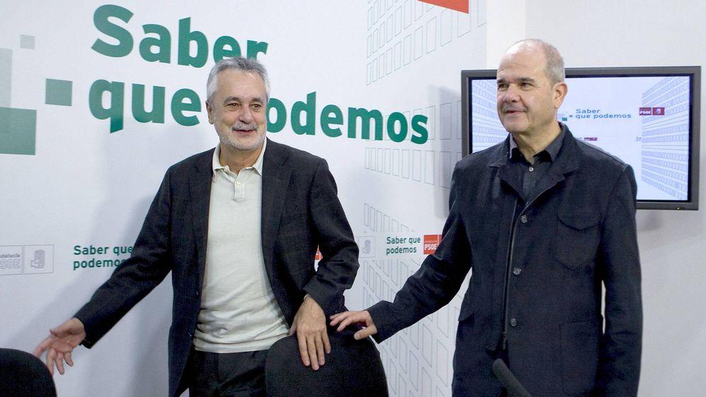 Foto: Los expresidentes de Andalucía del PSOE José Antonio Griñán y Manuel Chaves. (EFE)