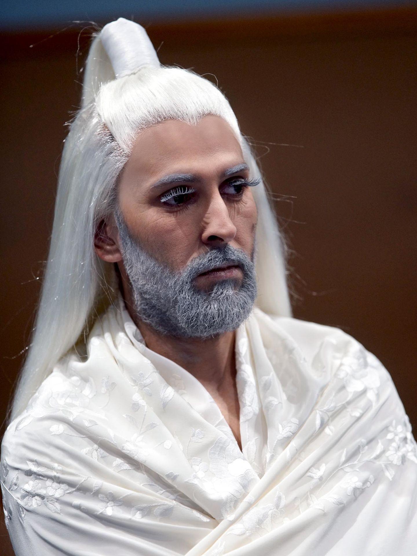 Arcángel caracterizado de caballo blanco para 'El público' (Javier del Real)