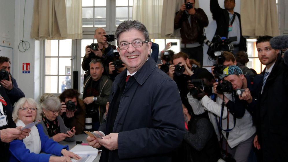 Foto: El candidato izquierdista Jean-Luc Mélenchon, votando esta mañana en París. (Reuters)
