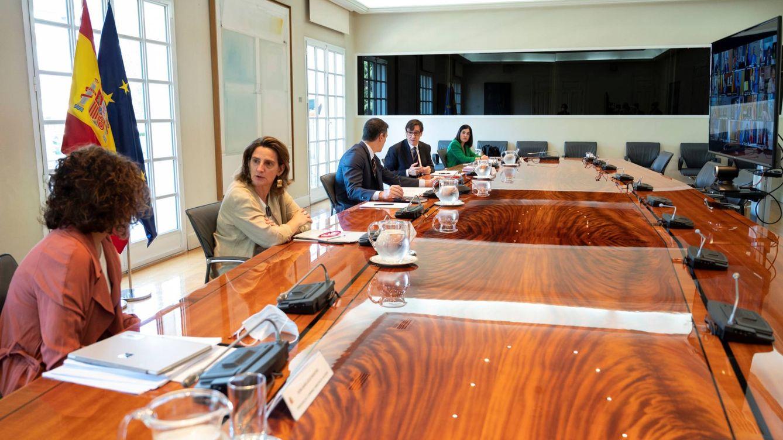 Sánchez irrita a algunas de las CCAA más azotadas con el nuevo reparto del fondo covid