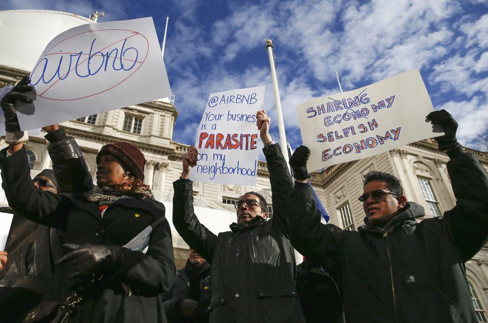 Foto: Manifestación contra Airbnb en Nueva York en 2015 (Reuters)