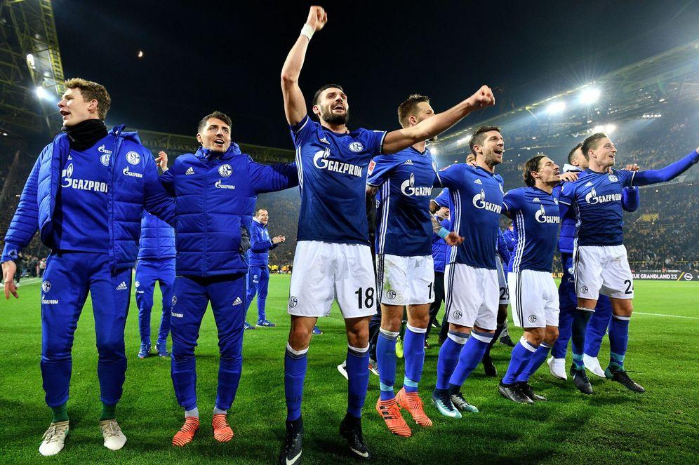 Foto: Los jugadores del Schalke celebran la gesta realizada. (EFE)