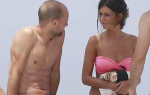 Foto: Gonzalo Miró y la ex de Casillas se relajan en Ibiza