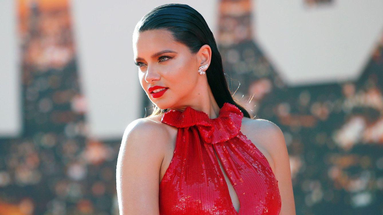Adriana Lima cumple 40: drama infantil, éxito y cómo lograr que Zoë Kravitz te odie