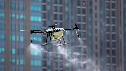 Drones que lanzan productos químicos: el úlitmo invento para acabar con la polución