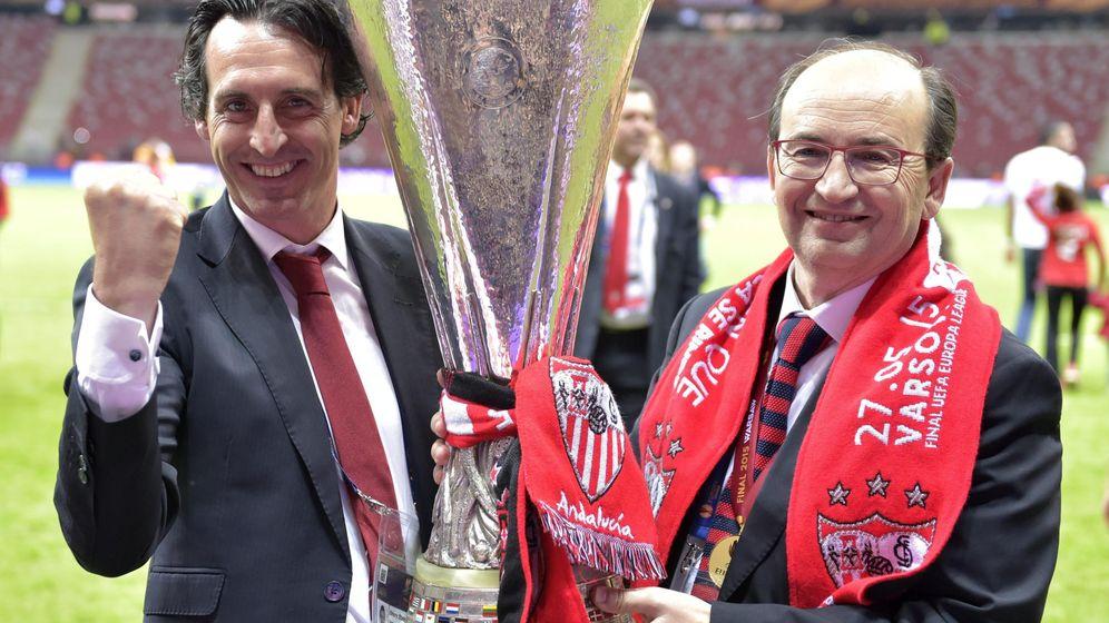 Foto: El Sevilla espanta todos los rumores y renueva a Unai Emery hasta 2017