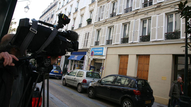 Un cámara graba en el barrio de Neuilly-sur-Seine. (Getty)