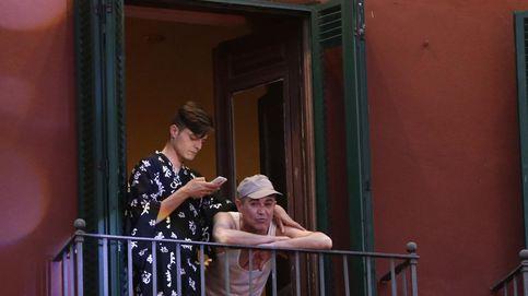 El humorista Ángel Garo disfruta del Festival de Cine de Málaga con un amigo