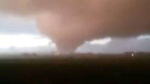 Un impresionante tornado azota la región italiana de Ladispoli