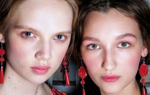 Juégatelo todo al rosa: cómo llevar el color de moda