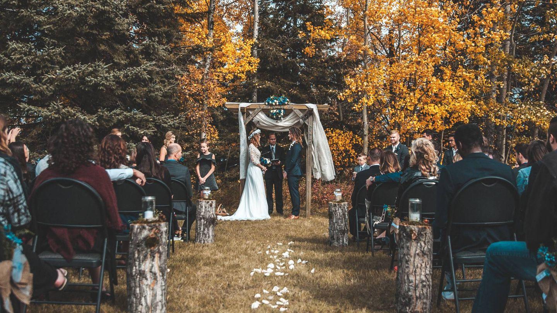Pros y contras de las bodas de otoño. (bantersnaps para Unsplash)