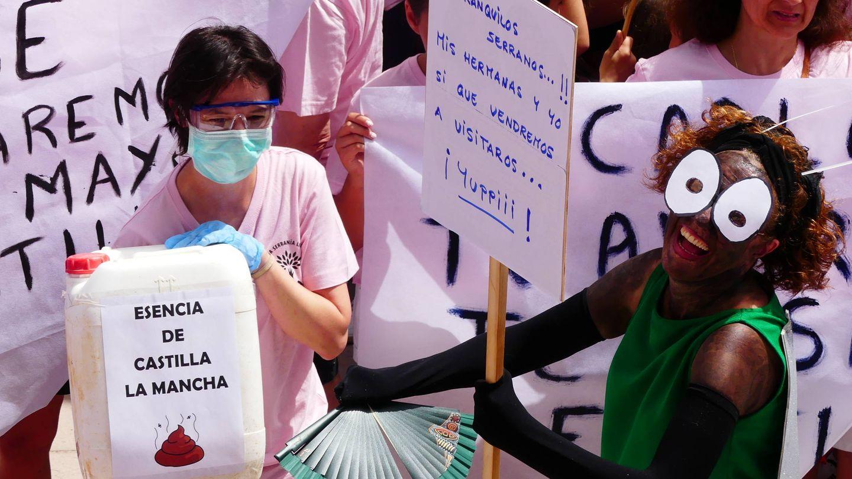 Pancartas contra las granjas de cerdos. (Pueblos Vivos)