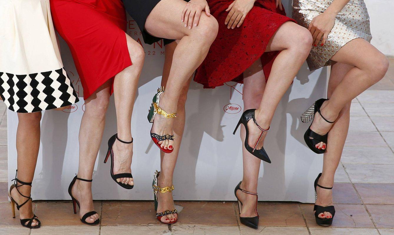 Foto: De izquierda a derecha, las piernas de Inma Cuesta, Emma Suárez, Rossy De Palma, Adriana Ugarte y Michelle Jenner el pasado Festival de Cannes (Reuters)