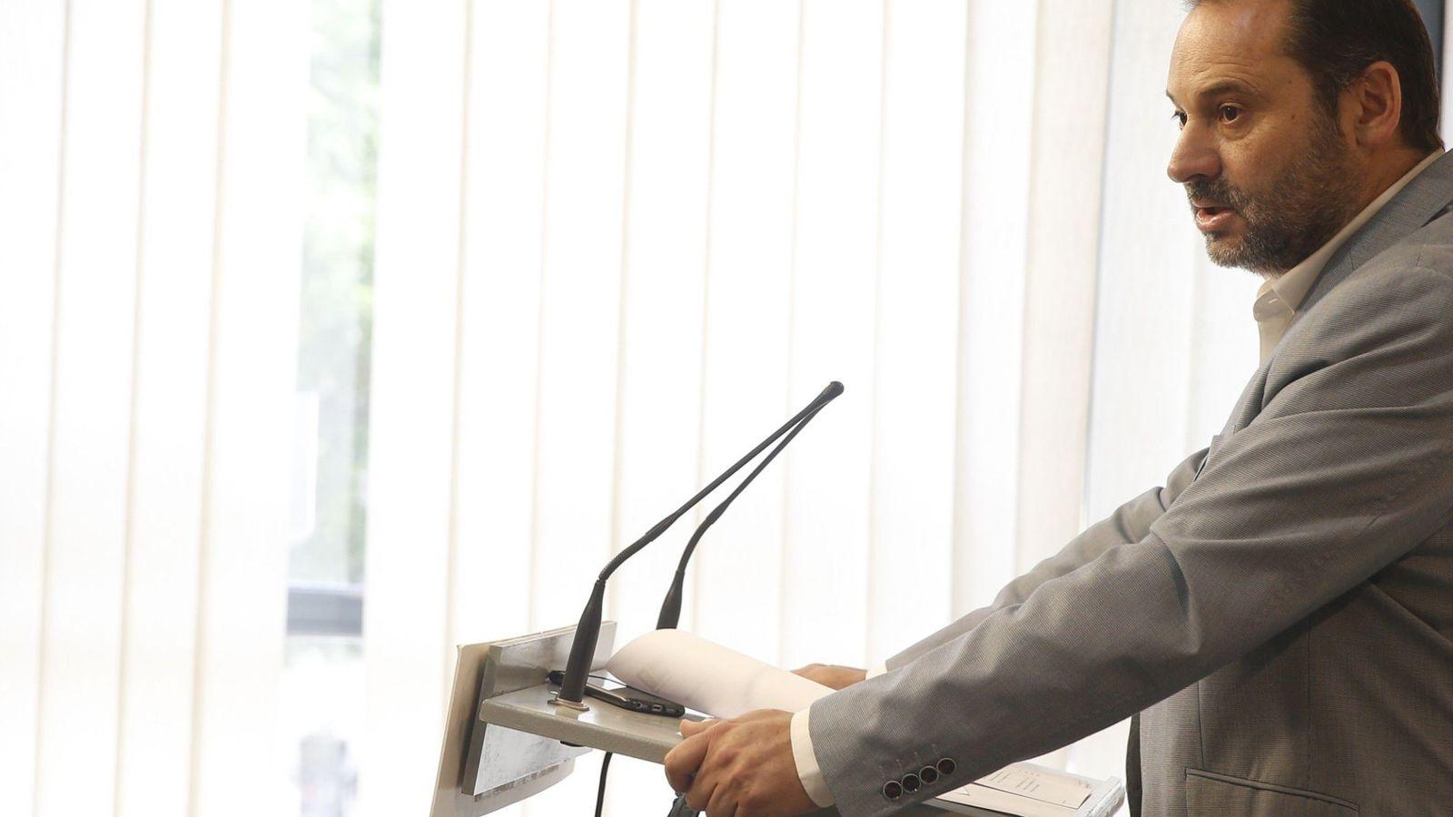 Foto: José Luis Ábalos, portavoz provisional del PSOE en el Congreso, en rueda de prensa en Valencia este 9 de junio. (EFE)